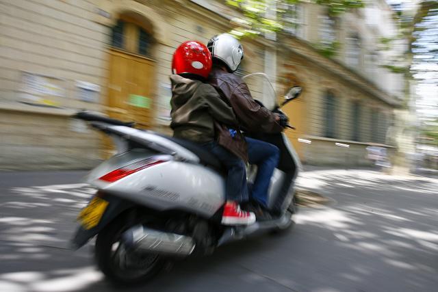 Transporter un enfant à moto ou side-car en Europe ? Gm09072210